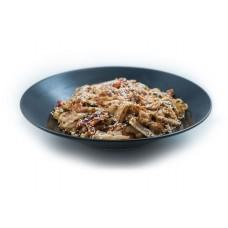 Garneļu wok ar nūdelēm un mērci pēc izvēles